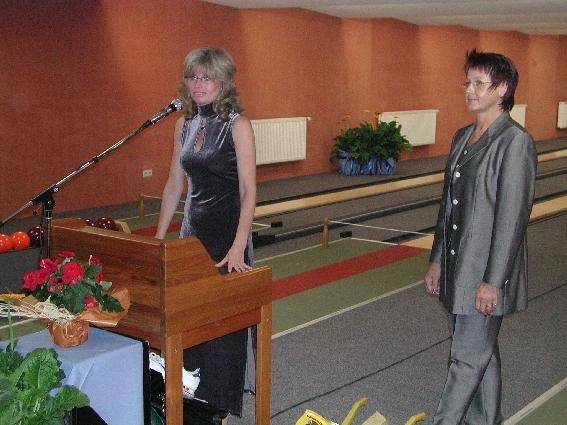 Bettina Janson und Lilo Listmann im feinen Zwirn